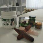 Massage-Holz-und-Cannabisoel-Cremen